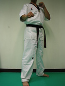 跆拳道服飾用品:$1000元~跆拳道道服