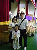 跆拳道昇級晉段與競賽:靖杰獲得個人品勢金牌與父母合影