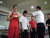 散打昇級晉段與競賽:俊翰受頒金牌