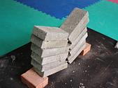 功力擊破用品:側踢擊破6塊水泥磚