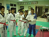 跆拳道昇級晉段與競賽:宋總教練頒發黑帶