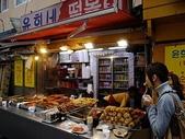 韓國首爾day4:很應景的站在路邊吃個東西~有融入...