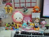 life:我的辦公桌~~真是越來越熱鬧了!!