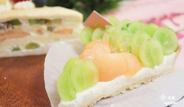 好難得桃園龜山有這樣一間甜點店,尤其是水果千層,真的有高水準表現呢!        內用低消一杯飲料,佈置很夢幻網美風格