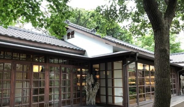文房    Chapter 公益圖書館位於台北市臨沂街27巷1號,  化身為藏書閣在此靜謐空間,等待獨樂的知音。