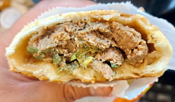 ➤在大同北路  與信義西街的交會處  看到一間胡椒餅店  同樣有其他烤餅品項     標榜老麵~~  就跑來嚐鮮看看