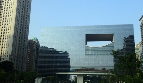 臺中市政府新市政大樓是位於西屯區的一棟行政大樓,  座落於臺灣大道與文心路間,由瑞士韋伯/侯佛(Weber+Hofer AGArchitects)  建築師事務所設計,是七期重劃區的指標建築之一,  並與鄰近的臺中議政大樓構成「臺中新市政中心」。