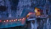 世界各地迷人的風光:中國湖北長江上方三遊洞附近的餐館.jpg
