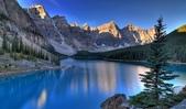 世界各地迷人的風光:加拿大阿爾伯塔省冰磧湖的十峰穀.jpg