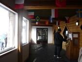13-03-17(8)班夫國家公園-硫磺山纜車:硫磺山纜車20坐了八分鐘,帶你上升約700公尺,到達山頂觀景台,這位仁兄正在研究紀念幣製作機.JPG