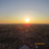 15-04-01(10)加拿大-安大略省-尼加拉瀑布城-Skylon Tower晚餐:Skylon Tower18旋轉餐廳。窗外的天際線夕陽.JPG