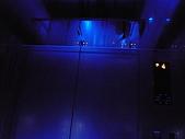 09-10-31(1)日本-大阪- HOTEL UNIVERSAL PORT:UNIVERSAL42電梯內.JPG