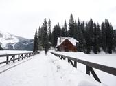 13-03-18(5)優鶴國家公園-翡翠湖和天然石橋和8字型螺旋鐵路隧道:翡翠湖16湖上木橋.JPG