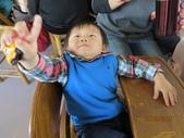 15-02-21竹山-竹屋部落(巨竹餐廳)(春節聚餐):竹屋部落(巨竹餐廳)15小毛怪總是笑盈盈地.JPG