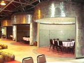 14-10-17(5)宜蘭縣-宜蘭市-宜蘭酒廠:宜蘭酒廠3餐廳。幾座鋼構的發酵槽,剛好當做包廂區.jpg