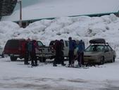 13-03-17(3)冰河國家公園-羅傑士峽道遊客中心:羅傑士峽道遊客中心13一群整裝去滑雪的年青人.JPG
