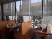 18-09-30嘉義-五花肉KR韓國烤肉嘉義店:五花肉KR韓國烤肉4內部坐位。主打首爾來台!純韓調味的炭火直烤韓式燒肉以及道地韓式料理,連店內的桌椅都是從韓