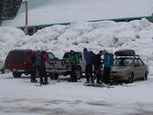 13-03-17(3)冰河國家公園-羅傑士峽道遊客中心:羅傑士峽道遊客中心14一群整裝去滑雪的年青人.JPG