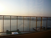 09-10-31(1)日本-大阪- HOTEL UNIVERSAL PORT:UNIVERSAL1早晨的窗外.JPG