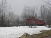 13-03-18(10)老鷹峽谷-最後一根釘紀念碑:紀念碑3在旁展示1885年代使用的古老火車車箱.JPG