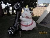 18-03-03(3)雲林縣-崙背鄉-千巧谷牛樂園牧場:千巧谷牛樂園牧場7場內到處都是牛的裝置藝術.jpg