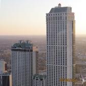 15-04-01(10)加拿大-安大略省-尼加拉瀑布城-Skylon Tower晚餐:Skylon Tower15旋轉餐廳。窗外的希爾頓尼加拉瀑布(NIAGARA FALLS).JPG