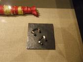 17-05-23(3)南投縣-竹山-遊山茶坊(觀光工廠):遊山茶坊15展品。茶農用鋁罐製作採茶工具,量身製作吻合自已順手的工作角度.JPG