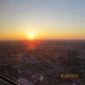 15-04-01(10)加拿大-安大略省-尼加拉瀑布城-Skylon Tower晚餐:Skylon Tower19旋轉餐廳。窗外的天際線夕陽.JPG