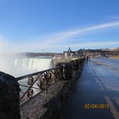 15-04-02(2)加拿大-安大略省-尼加拉瀑布和桌岩瀑布後探險:尼加拉瀑布13馬蹄瀑布和突出的岩桌觀景台和岩桌屋(遊客中心).JPG