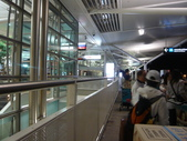 12-09-28(11)布里斯班-國際機場:國際機場1以簡約風設計.JPG