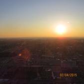 15-04-01(10)加拿大-安大略省-尼加拉瀑布城-Skylon Tower晚餐:Skylon Tower16旋轉餐廳。窗外的天際線夕陽.JPG