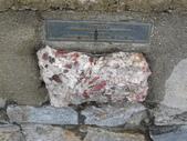 13-03-18(10)老鷹峽谷-最後一根釘紀念碑:紀念碑10Ontario(安大略省)的石頭.JPG