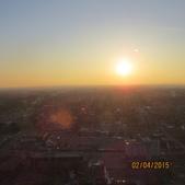 15-04-01(10)加拿大-安大略省-尼加拉瀑布城-Skylon Tower晚餐:Skylon Tower17旋轉餐廳。窗外的天際線夕陽.JPG