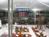12-09-28(11)布里斯班-國際機場:國際機場4起降的航空公司 有32家,台灣班機比較熟悉的有長榮、華航.JPG