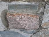 13-03-18(10)老鷹峽谷-最後一根釘紀念碑:紀念碑11Quebec(魁北克省)的石頭.JPG