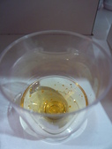 12-09-28(11)布里斯班-國際機場:國際機場6試飲金箔酒.JPG