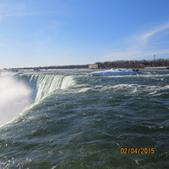 15-04-02(2)加拿大-安大略省-尼加拉瀑布和桌岩瀑布後探險:尼加拉瀑布28馬蹄瀑布。真的是青色的,而且是濃郁如祖母綠般的的青色.JPG
