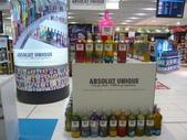 12-09-28(11)布里斯班-國際機場:國際機場8免稅店。不想在逛任何商店,一個人慢慢走去登機口.JPG