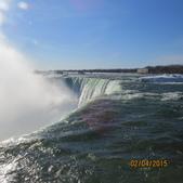 15-04-02(2)加拿大-安大略省-尼加拉瀑布和桌岩瀑布後探險:尼加拉瀑布27馬蹄瀑布。壓倒性的聽覺震撼,而且風吹過來的時候,水氣足以把人淋濕,是很有趣的經驗.JPG