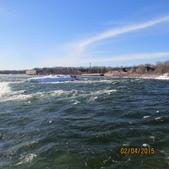 15-04-02(2)加拿大-安大略省-尼加拉瀑布和桌岩瀑布後探險:尼加拉瀑布29馬蹄瀑布。站著不動,會有種自已被捲進去的感覺.JPG