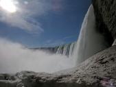 15-04-02(2)加拿大-安大略省-尼加拉瀑布和桌岩瀑布後探險:尼加拉瀑布48瀑布後探險。第一處樓上所看景像,往右就是馬蹄瀑布側面.JPG
