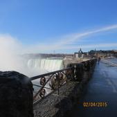 15-04-02(2)加拿大-安大略省-尼加拉瀑布和桌岩瀑布後探險:尼加拉瀑布14觀景台是利用大塊岩盤平台所建,稱作岩桌(Table Rock).JPG
