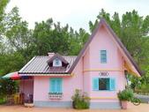 18-03-03(4)雲林縣-古坑鄉-蘿莎玫瑰山莊:蘿莎玫瑰山莊1粉紅色的歐風小屋,其實是警衛室.jpg