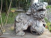台大熱帶植物標本園和下坪:台大熱帶植物標本園內11木雕獅.JPG