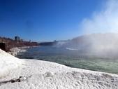 15-04-02(2)加拿大-安大略省-尼加拉瀑布和桌岩瀑布後探險:尼加拉瀑布43瀑布後探險。第一處樓上所看景像,往前可遠眺彩虹橋.JPG