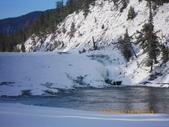 13-03-17(9)班夫國家公園-弓河瀑布:弓河瀑布4位於班夫溫泉飯店旁,落差10公尺,河水奔騰而下,但怎麼看也不像10公尺啊.JPG