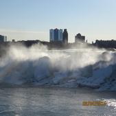 15-04-02(2)加拿大-安大略省-尼加拉瀑布和桌岩瀑布後探險:尼加拉瀑布2美國瀑布(American Falls)為小瀑布,在東側美國境內,佔6%的水量,河水呈藍色。瀑布寬260公尺,落差21-34公尺.JPG