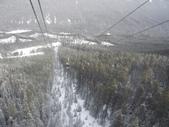 13-03-17(8)班夫國家公園-硫磺山纜車:硫磺山纜車8纜車內-終於敢回過頭,向下望.JPG