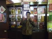 14-10-17(5)宜蘭縣-宜蘭市-宜蘭酒廠:宜蘭酒廠23TTL主題館。皇太后級的老媽難得的俏皮耶.JPG