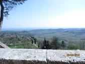 14-03-29(3)托斯卡尼-蒙特普魯查諾(暮光之城):蒙特普魯查諾1爬了近四、五層樓的階梯才踏上這個平台,可眺望托斯卡尼的鄉野景色。.JPG